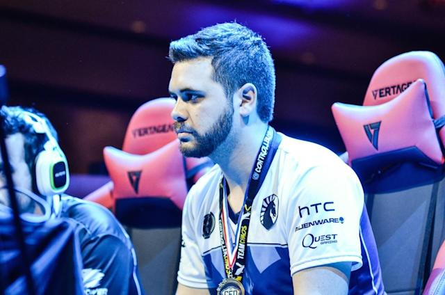 "Juan ""Hungrybox"" Debiedma at CEO 2016 (Rose Silvestre)"