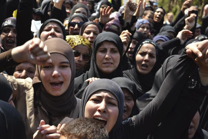 Lebanese Shi'ite Muslim women chant slogans as they mourn the death of Hezbollah fighter Ali Hussein Khalil, who was killed in Syria, during his funeral in al-Mansouri town, in southern Lebanon, September 13, 2013. REUTERS/Haidar Hawila (LEBANON - Tags: POLITICS CIVIL UNREST CONFLICT OBITUARY)