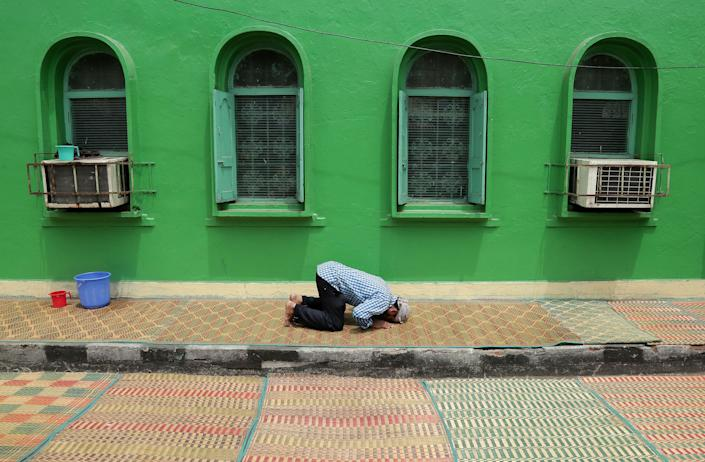 A man prays on the third Friday of the Muslim fasting month of Ramadan outside a mosque in Chennai, India June 16, 2017. REUTERS/P. Ravikumar