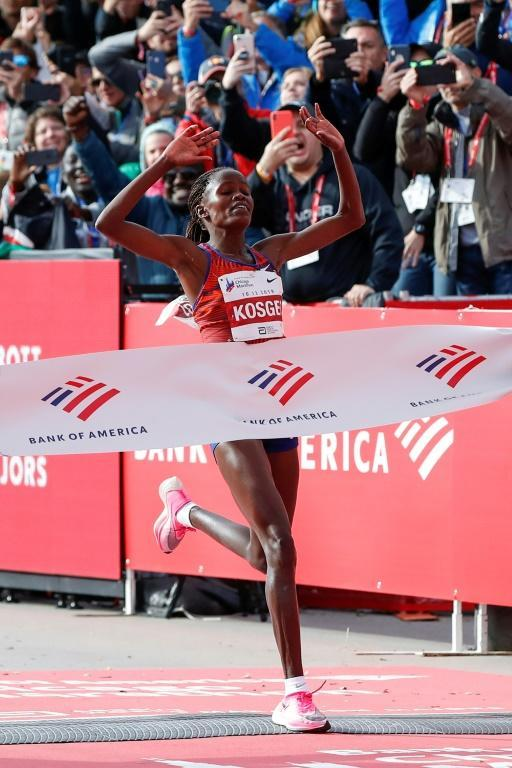 Kenya's Brigid Kosgei breaks the tape in the 2019 Chicago Marathon in a world record time of 2:14:04 (AFP Photo/KAMIL KRZACZYNSKI)