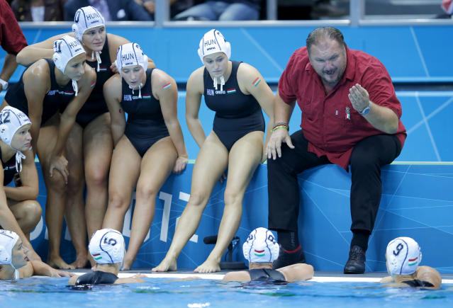 Hungary's head coach Andras Meresz talks with his team during a time out as they met Spain in their Women's Semifinal water polo match during the London 2012 Olympic Games August 7, 2012. REUTERS/Laszlo Balogh (BRITAIN - Tags: OLYMPICS SPORT WATER POLO)
