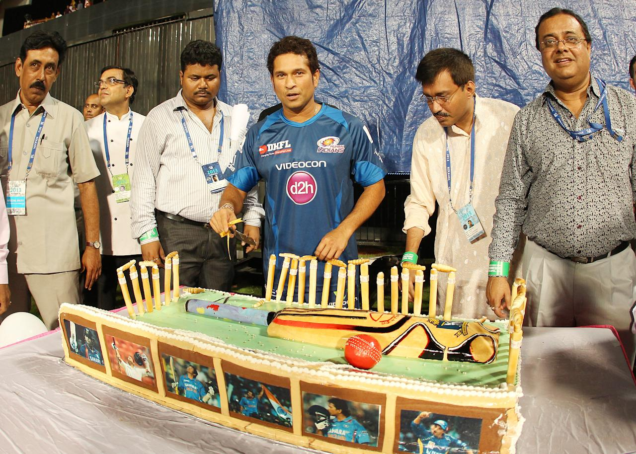 Sachin Tendulkar is presented with a cake to commemorate his 40th birthday during match 33 of the Pepsi Indian Premier League between The Kolkata Knight Riders and the Mumbai Indians held at the Eden Gardens Stadium in Kolkata on the 24th April 2013..Photo by Ron Gaunt-IPL-SPORTZPICS  ..Use of this image is subject to the terms and conditions as outlined by the BCCI. These terms can be found by following this link:..https://ec.yimg.com/ec?url=http%3a%2f%2fwww.sportzpics.co.za%2fimage%2fI0000SoRagM2cIEc&t=1493284703&sig=5oleyLsxNl1n1NIV2NuzRg--~C