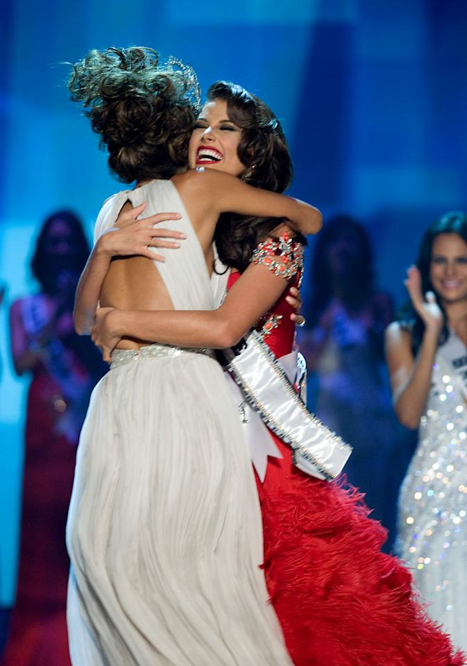 18 year old Stefania Fernandez, Miss Venezuela 2009, of Mérida, is crowned Miss Universe 2009, by former titleholder Dayana Mendoza, Miss Universe 2008, and becomes the 58th Miss Universe.