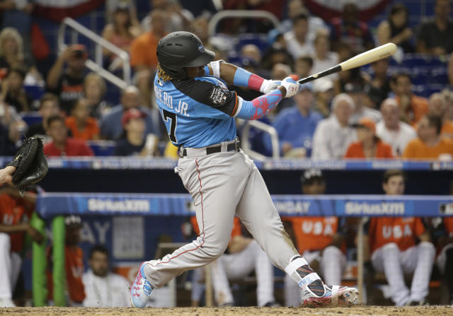 "<a class=""link rapid-noclick-resp"" href=""/mlb/teams/tor"" data-ylk=""slk:Toronto Blue Jays"">Toronto Blue Jays</a> prospect Vladimir Guerrero Jr. is binging at Double-A. (AP Photo/Lynne Sladky)"