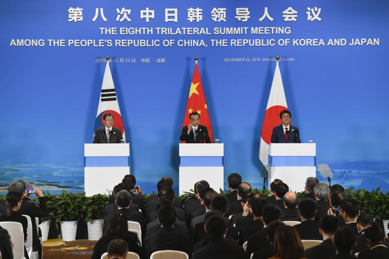 CHENGDU, CHINA - DECEMBER 24: China's Premier Li Keqiang (C) speaks at a joint press conference with Japan's Prime Minister Shinzo Abe (R) and South Korea's President Moon Jae-in (L) at the 8th trilateral leaders' meeting between China, South Korea and Japan in Chengdu, in southwest China's Sichuan province on December 24, 2019. (Photo by Wang Zhao-Pool/Getty Images)