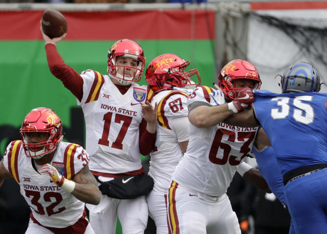 "Iowa State quarterback <a class=""link rapid-noclick-resp"" href=""/ncaaf/players/230611/"" data-ylk=""slk:Kyle Kempt"">Kyle Kempt</a> (17) passes against Memphis in the first half of the Liberty Bowl NCAA college football game Saturday, Dec. 30, 2017, in Memphis, Tenn. (AP Photo/Mark Humphrey)"