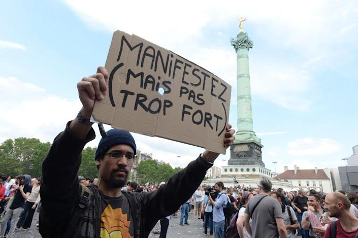 Police arrest around 100 protesters in Paris as thousands stage the latest march against labour reforms (AFP Photo/ALAIN JOCARD )