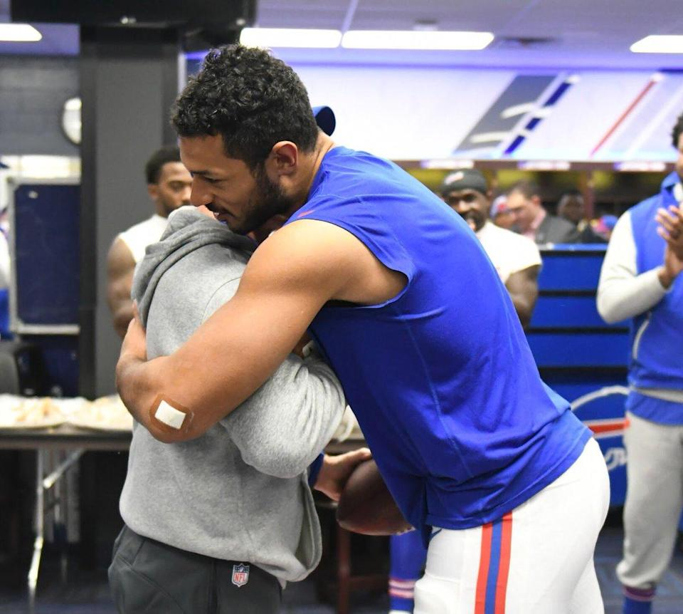 """Buffalo TE <a class=""""link rapid-noclick-resp"""" href=""""/nfl/players/27648/"""" data-ylk=""""slk:Logan Thomas"""">Logan Thomas</a> and coach <a class=""""link rapid-noclick-resp"""" href=""""/ncaab/players/131218/"""" data-ylk=""""slk:Sean McDermott"""">Sean McDermott</a> embrace after Thomas is given a game ball. Thomas' baby was born prematurely and died this week. (Bills Twitter)"""