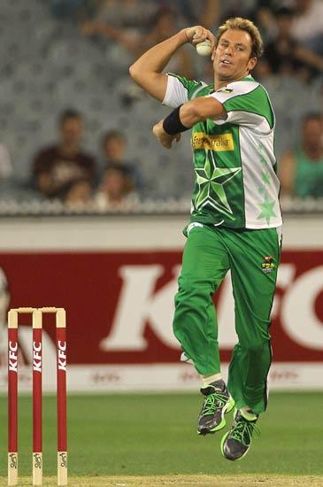 MELBOURNE, AUSTRALIA - DECEMBER 17:  Shane Warne of the Stars in action during the T20 Big Bash League match between the Melbourne Stars and the Sydney Thunder at Melbourne Cricket Ground on December 17, 2011 in Melbourne, Australia.  (Photo by Hamish Blair/Getty Images)