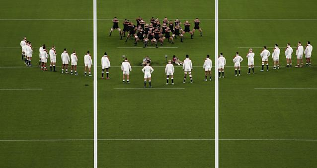 England line up in a V to watch New Zealand perform the haka (Photo by BEHROUZ MEHRI/AFP via Getty Images)