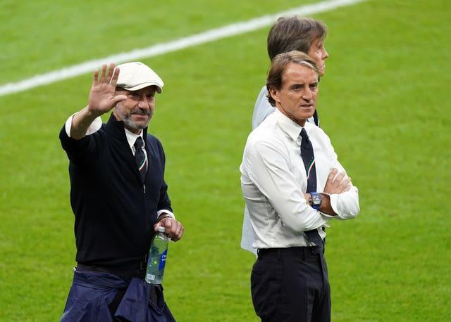 Italy manager Roberto Mancini, right, and Gianluca Vialli suffered Wembley disappointment as Sampdoria players almost 30 years ago