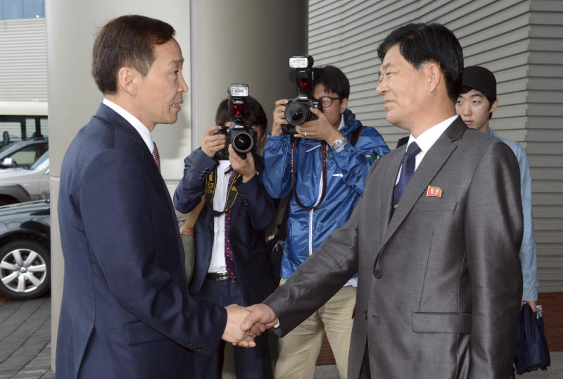Kim Kiwoong, left, the head of South Korea's working-level delegation, shakes hands with his North Korean counterpart Park Chol Su upon the delegation's arrival for their meeting at Kaesong Industrial District Management Committee in Kaesong, North Korea, Monday, July 15, 2013. Officials from the two Koreas are meeting for the third time this month to discuss how to restart a stalled inter-Korean factory park which was a key symbol of cooperation between the countries. (AP Photo/Korea Pool via Yonhap) KOREA OUT
