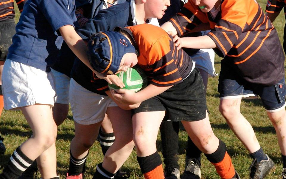 Junior rugby - Rugby tackles above waist height banned in RFU trial