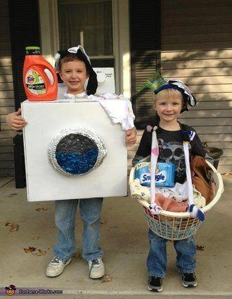 """Vía <a href=""""http://www.costume-works.com/dirty_laundry.html"""" target=""""_blank"""">Costume-Works.com</a>"""