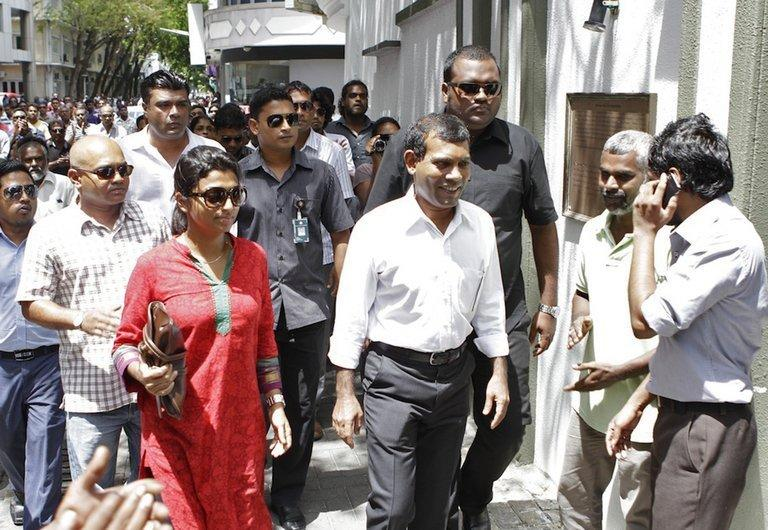 Mohamed Nasheed (centre) prepares to enter the Indian Embassy in Male on February 13, 2013
