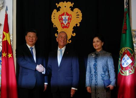 China's President Xi Jinping and his wife Peng Liyuan meet with Portuguese President Marcelo Rebelo de Sousa at Belem Presidential palace in Lisbon, Portugal, December 4, 2018. REUTERS/Pedro Nunes