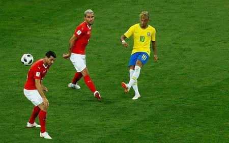 Soccer Football - World Cup - Group E - Brazil vs Switzerland - Rostov Arena, Rostov-on-Don, Russia - June 17, 2018 Switzerland's Valon Behrami and Blerim Dzemaili in action with Brazil's Neymar REUTERS/Jason Cairnduff