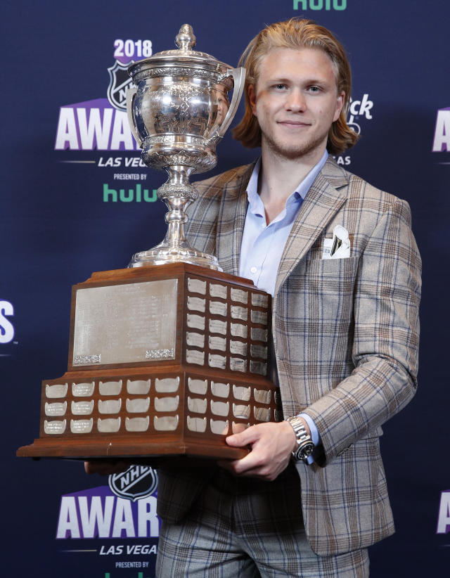 Vegas Golden Knights' William Karlsson poses with the Lady Byng Trophy after winning the honor at the NHL Awards, Wednesday, June 20, 2018, in Las Vegas. (AP Photo/John Locher)