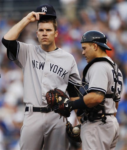 Rivera tears ACL before Royals beat Yankees