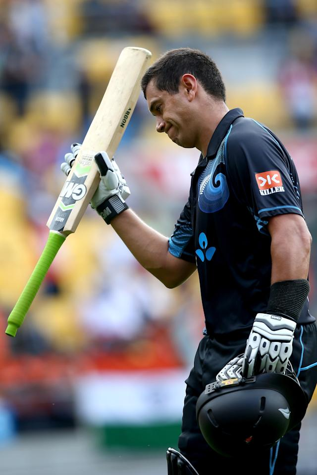 WELLINGTON, NEW ZEALAND - JANUARY 31:  Ross Taylor of New Zealand leaves the field after being dismissed during Game 5 of the men's one day international between New Zealand and India at Westpac Stadium on January 31, 2014 in Wellington, New Zealand.  (Photo by Phil Walter/Getty Images)