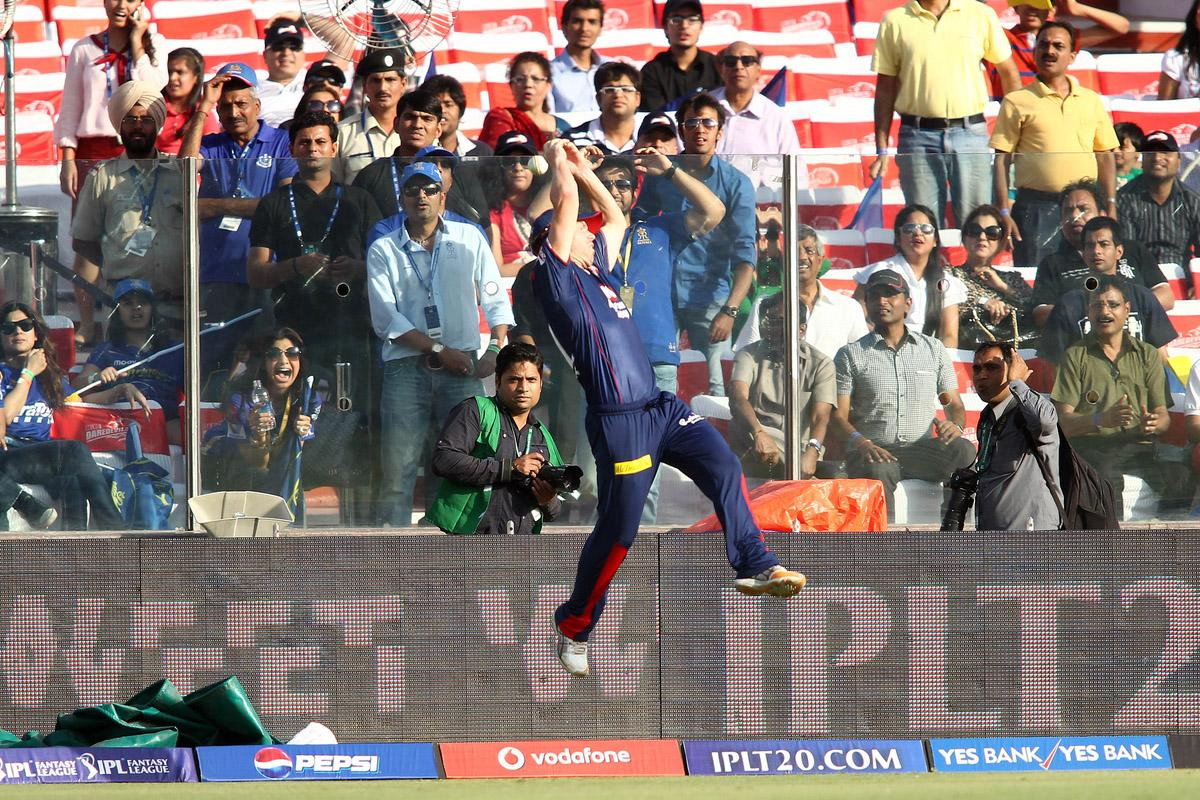 David Warner of Delhi Daredevils fails to take the catch and prevent the six during match 4 of the Pepsi Indian Premier League between Delhi Daredevils and the Rajasthan Royals held at the Feroz Shah Kotla Stadium, Delhi on the 6th April 2013..Photo by Shaun Roy-IPL-SPORTZPICS ..Use of this image is subject to the terms and conditions as outlined by the BCCI. These terms can be found by following this link:..https://ec.yimg.com/ec?url=http%3a%2f%2fwww.sportzpics.co.za%2fimage%2fI0000SoRagM2cIEc&t=1495599658&sig=8GePzVjfkIYjIlSkM3fP3Q--~C