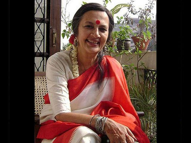 <h4>11. Brinda Karat</h4> <p>Brinda Karat, a CPM politician is very simple and plain in her dressing. A red bindi and a cotton sari are her trademark style.</p>