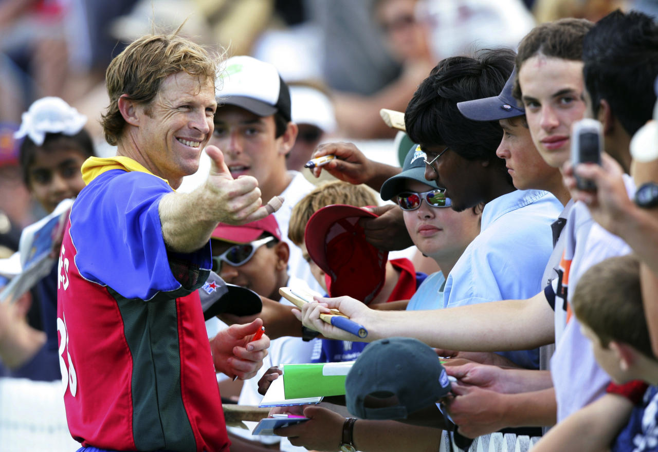 HAMILTON, NEW ZEALAND - JANUARY 26: World XI's Jonty Rhodes poses for fans following the 3rd One Day International between the New Zealand Black Caps and FICA World XI at Westpac Park on January 26, 2005 in Hamilton, New Zealand. New Zealand won the ODI match by 4 wickets to take the series 2-1 and raise over 1 million dollars for asian Tsunami relief.  (Photo by Dean Treml/Getty Images)