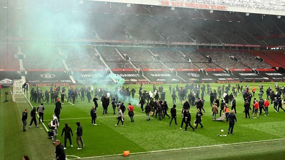 protestors-on-pitch-old-trafford.
