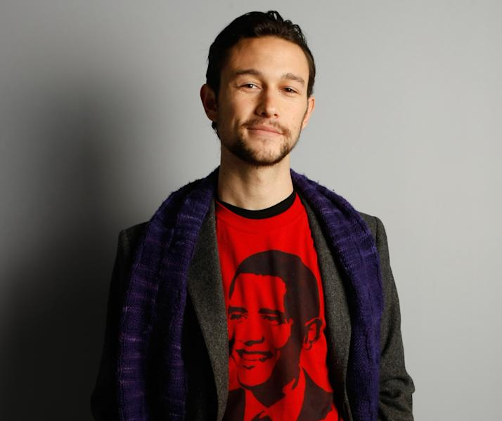 "FILE - In this Jan. 18, 2009 file photo, actor Joseph Gordon-Levitt of ""500 Days of Summer"" poses for a portrait at the Gibson Guitar Lounge during the Sundance Film Festival in Park City, Utah. Gordon-Levitt co-stars in the time-travel drama ""Looper,"" which opens Sept. 28, 2012. (AP Photo/Mark Mainz, File)"