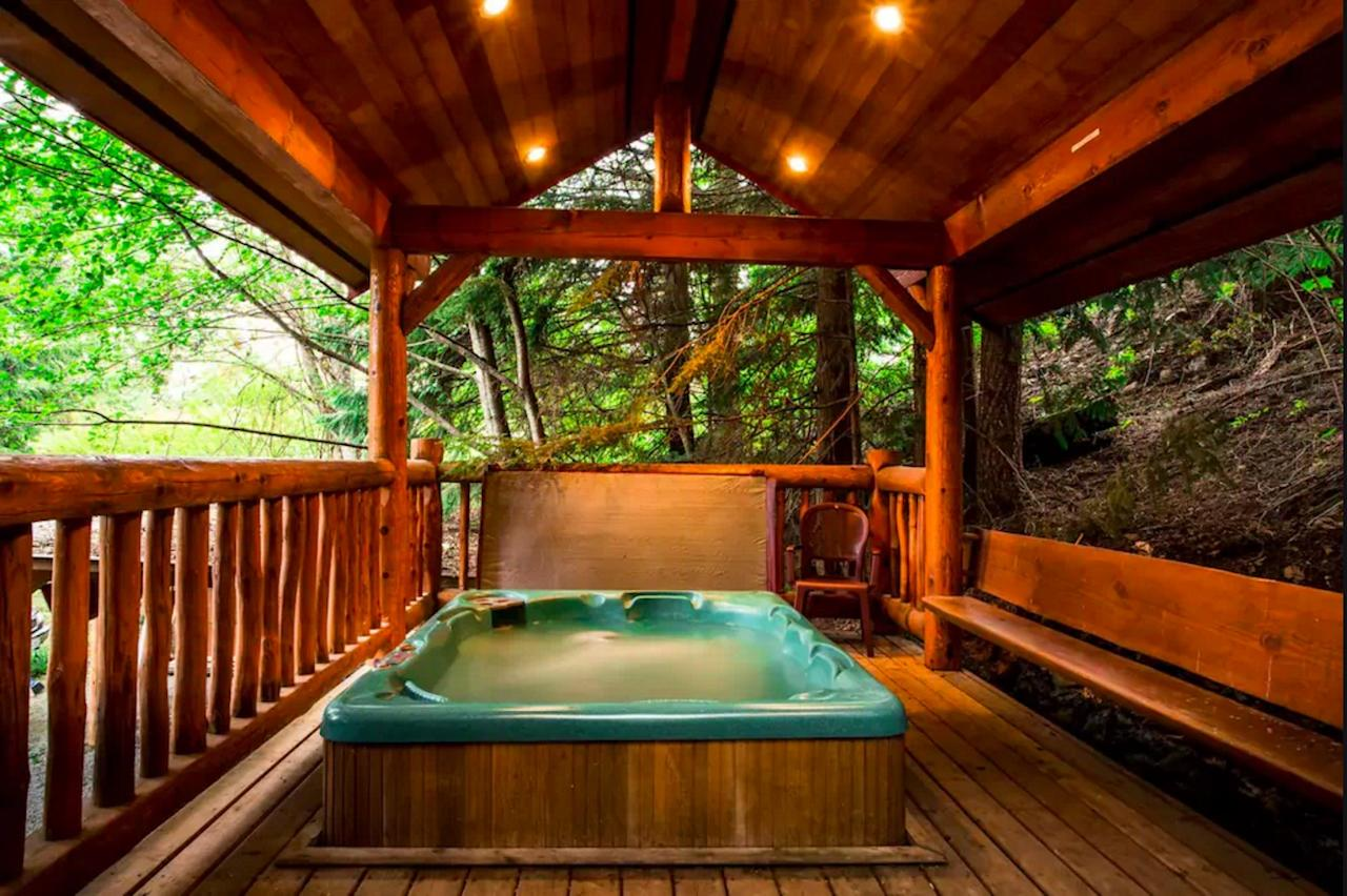 <p>Escape to the outdoor hot tub after most people are alseep. It's covered, for shelter — and privacy. (Airbnb) </p>