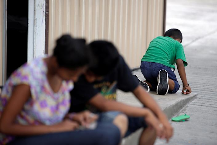"<span class=""s1"">Salvadoran migrant children at a shelter in Reynosa, Tamaulipas state, Mexico, on June 22. (Photo: Daniel Becerril/Reuters)</span>"