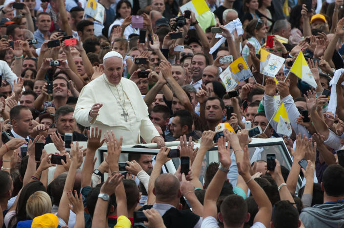 Pope Francis is greeted by faithful as he arrives to celebrate a mass at Mother Teresa square in central Tirana on September 21, 2014 (AFP Photo/Armend Nimani)