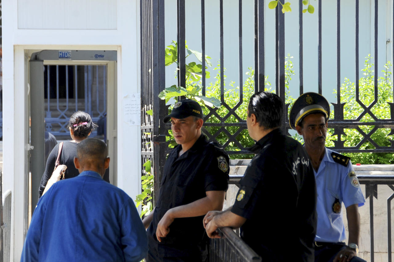 Tunisian security forces guard the Tunis hall of justice, Friday May, 26, 2017. A court held on its first public hearing in the trial of 26 people in connection with an attack on a beach resort in Sousse that killed dozens of foreign tourists in 2015. (AP Photo/Hassene Dridi)