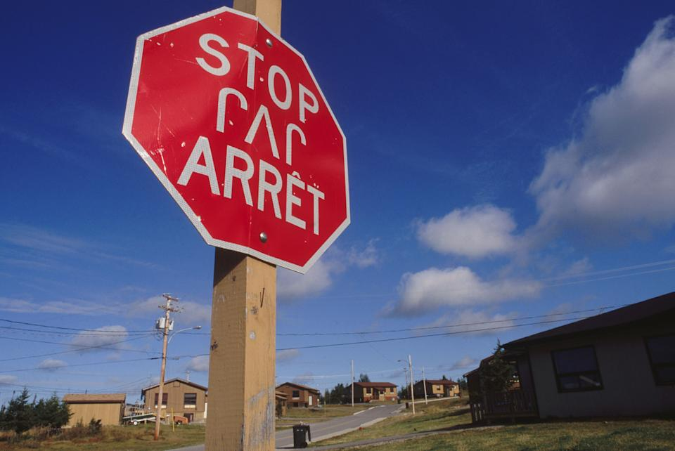 A stop sign in English, French and Cree languages. (Photo: Getty Images)