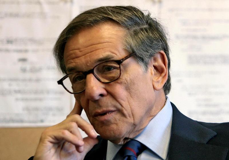 """FILE - In this Aug. 20, 2008 file photo, author and biographer Robert Allan Caro is shown during an interview in New York. In """"The Passage of Power,"""" the fourth of five planned volumes on Lyndon Johnson, Caro devotes more than 100 pages to the events immediately before, during and immediately after Nov. 22, 1963. (AP Photo/Bebeto Matthews, file)"""