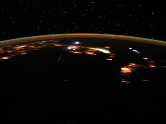 Astronaut Snaps Stunning Meteor Pictures from Space