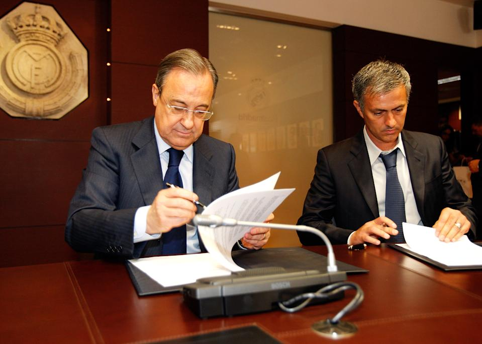 MADRID, SPAIN - MAY 31: Jose Mourinho (R) sign his contract as new Real Madrid coach next to President of Real Madrid Florentino Perez (L) at Estadio Santiago Bernabeu on May 31, 2010 in Madrid, Spain. (Photo by Elisa Estrada/Real Madrid via Getty Images)
