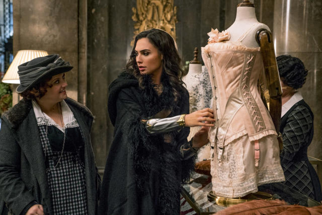 Lucy Davis as Etta Candy and Gal Gadot as Diana in <i>Wonder Woman</i> (Photo: Warner Bros.)