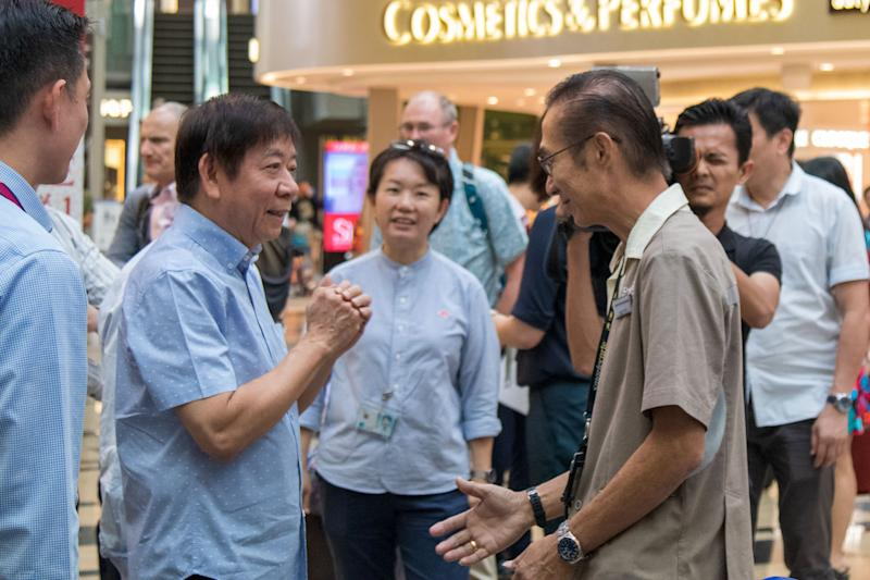 Transport Minister Khaw Boon Wan speaking with a trolley handler at Changi Airport's Terminal 3 transit area on 6 February 2020. (PHOTO: Dhany Osman / Yahoo News Singapore)