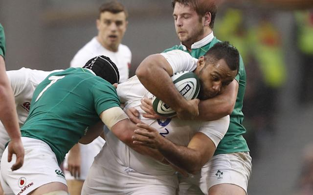 <span>Billy Vunipola is tackled</span>