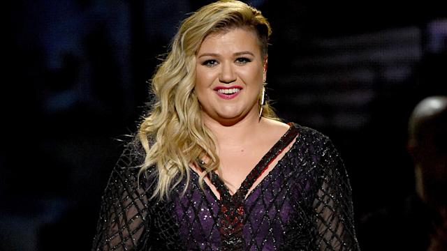 Kelly Clarkson Wigs Out For A Cappella Cover of Sia's 'Chandelier'