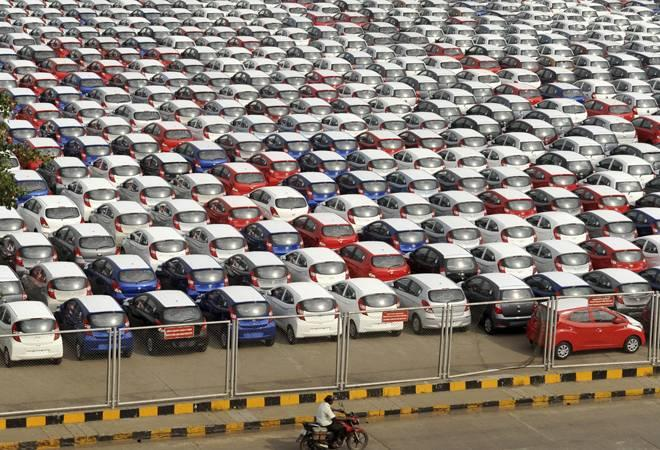 <p>The union road transport ministry has suggested that road tax across  the country should be charged at the highest of 12 per cent. The new  road tax rates were proposed under the concept of 'One Nation-One Tax'.</p>