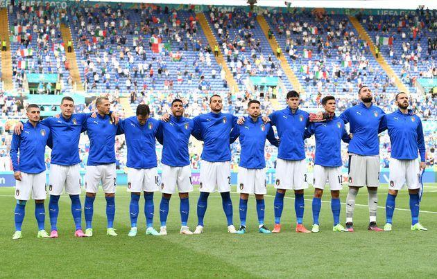 ROME, ITALY - JUNE 20: Players of Italy stand for the national anthem prior to the UEFA Euro 2020 Championship Group A match between Italy and Wales at Olimpico Stadium on June 20, 2021 in Rome, Italy. (Photo by Valerio Pennicino - UEFA/UEFA via Getty Images) (Photo: Valerio Pennicino - UEFA via Getty Images)
