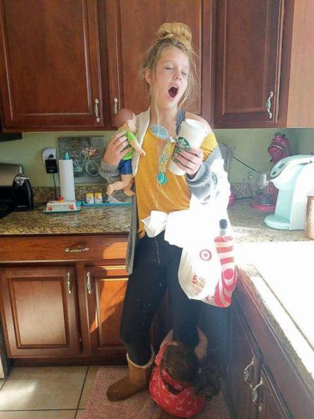 PHOTO: Mom Lindsay Hartsock photographed her daughter Jillian, 13, dressed as a 'tired mom' for Halloween. (The Hartsocks' Photography)