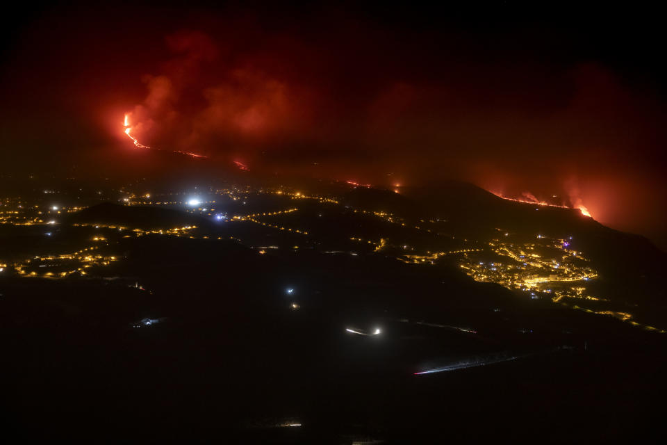 LA PALMA, SPAIN - SEPTEMBER 28: Lava flows from the Cumbre Vieja volcano towards the Atlantic Ocean on September 28, 2021 in in La Palma, Canary Islands, Spain. Lava continues to flow in the aftermath of the island's first volcanic eruption in 20 years, destroying hundreds of property and forcing the evacuation of over 6,000 people. (Photo by Kike Rincon/Europa Press via Getty Images)