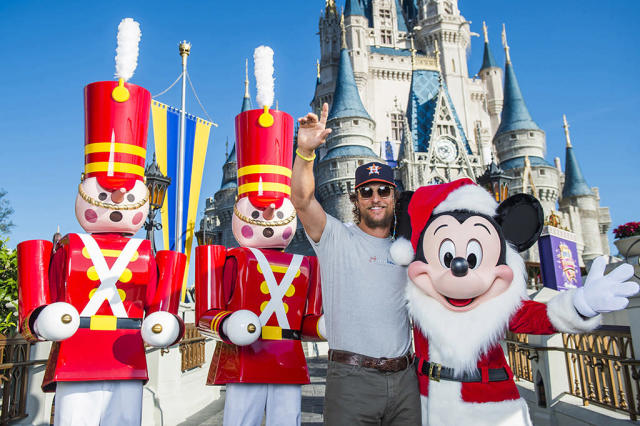 <p>The actor got into the holiday spirit on Monday, as he visited with a Santa-like Mickey Mouse and friends, at the Magic Kingdom Park at Walt Disney World Resort in Lake Buena Vista, Fla. (Photo: Steven Diaz/Disney Parks via Getty Images) </p>