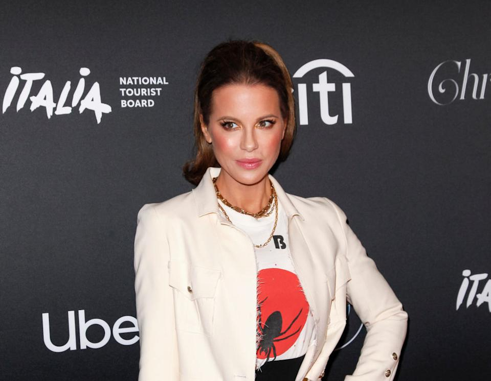 Kate Beckinsale the Christmas tree lighting at the Grove on Nov. 17 in Los Angeles. (Photo: Tibrina Hobson/Getty Images)