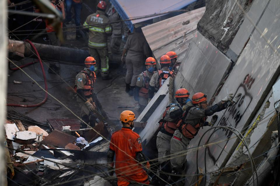 Firefighters and rescue teams look for victims of an early morning building collapse at the Rio das Pedras favela in Rio de Janeiro on June 3, 2021. (Photo by MAURO PIMENTEL / AFP) (Photo by MAURO PIMENTEL/AFP via Getty Images)