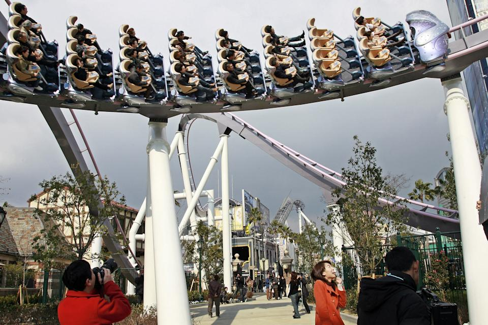 """People enjoy a ride on the new roller coaster """"Hollywood Dream the Ride"""" which runs over the Hollywood theme park Universal Studios Japan in Osaka, western Japan during a press preview, 08 March 2007.  The theme park will open the new attraction 09 March 2007.   AFP PHOTO / Yoshikazu TSUNO (Photo credit should read /AFP via Getty Images)"""