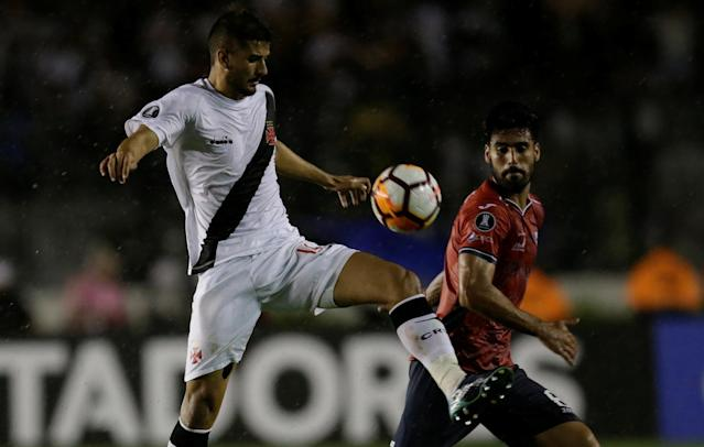 Soccer Football - Vasco v Jorge Wilstermann - Copa Libertadores - Sao Januario stadium, Rio de Janeiro, Brazil - February 14, 2018 Ricardo Graca of Vasco and Lucas Gaucho of Jorge Wilstermann in action. REUTERS/Ricardo Moraes